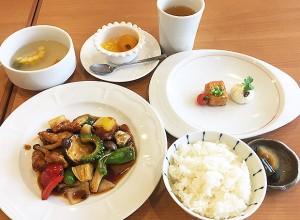 若鶏と夏野菜の公保ソース炒め