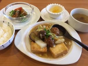 揚げ豆腐と肉団子、白菜の天津冬菜煮込み