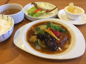 季節野菜と豚そぼろの四川芽菜煮込み