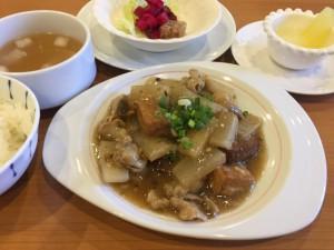 豚ばら肉と冬野菜と揚豆腐の四川芽菜煮込み