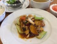 柔らかい鶏胸肉と秋野菜の四川風魚香炒め