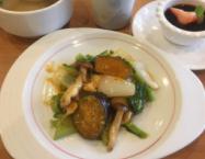 季節野菜と若鳥胸肉の四川風魚香炒め