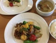 やわらかい鶏胸肉と初夏の野菜の豆豉醬炒め